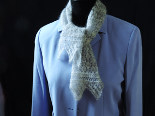 Lady_s_ascot_on_silk_jacket_-_used_in_pattern_small2