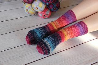 Ravelry: Head Over Heels Foothold Socks pattern by Helen Kurtz