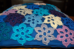 20111129_picot_flower_pillowb_small_best_fit