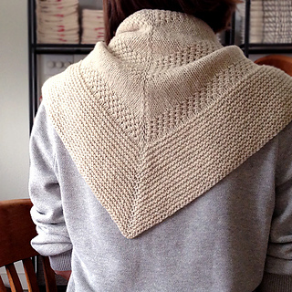 Textured_shawl_on_shoulders_small2