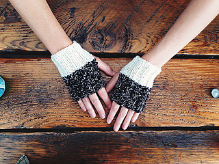 Whichaway_mitts_black_top_small2