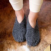 Simple_house_slippers_on_small_best_fit