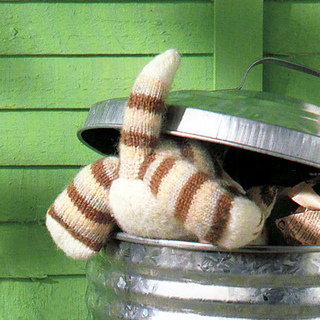 Knitted_ginger_tabby_cat_small2