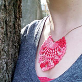Pinneaple-crochet-necklace-pendant-free-pattern_small2