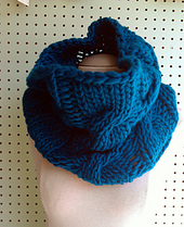 Bulky_cable_cowl_blue_2_small_best_fit
