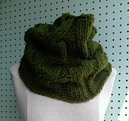 Bulky_cabled_cowl_green_2_small_best_fit