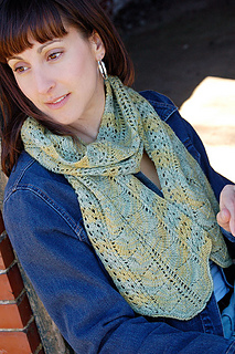 2044_manorbornscarf_closeup_small2