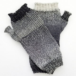 Helical-stripes_knit-mitts_knitorious_3_small2