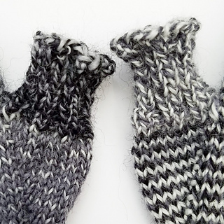 Helical-stripes_knit-mitts_knitorious_2_small2