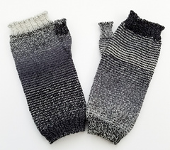 Helical-stripes_knit-mitts_knitorious_1_small