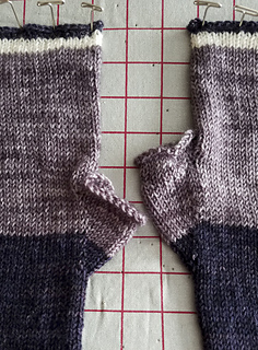 Knitorious-squad-mitts-armwarmers-6_small2