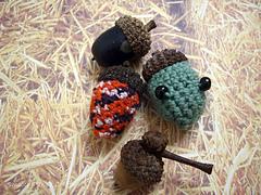 Acorn_crochet_small