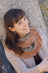 2046_phoebescarf_facing_small_best_fit