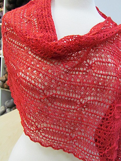 Perpetua_red_lace_05_small2