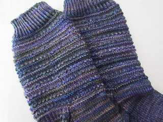 Mediterranean_moonlight__dentil_sock_006_small2