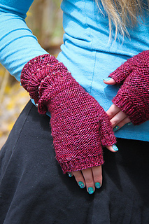 Escallop_mitts_right_the_knitting_vortex__small2