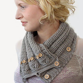 Cabled_owl_neck_warmer_3_small2