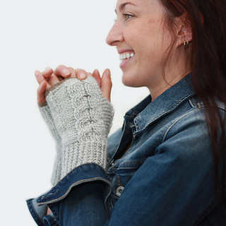 Entwined_fingerless_mitts_ravelry_5_small2