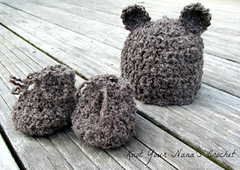 Baby_booties_and_hat_small