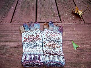 Da Vinci Cat Gloves pattern by Natalia Moreva