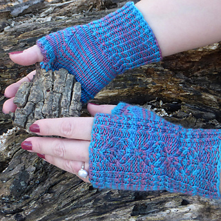 Rav-wheat-clover-gloves-blue_small2