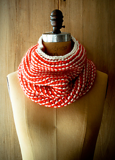 Garter-stripe-cowl-600-1_small2