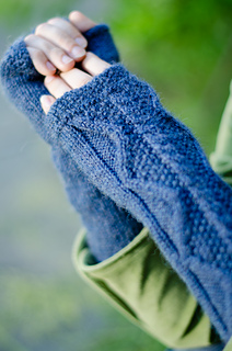 Walnut_square_mitts_detail_small2