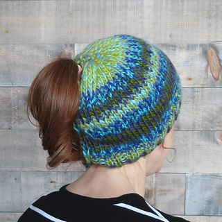 b1aa8175a Quick & Soft Ponytail Hat pattern by Lena Mathisson