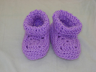 Ravelry_bootee_photo2_small2