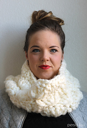 Super_chunky_crochet_cowl_5_small_best_fit