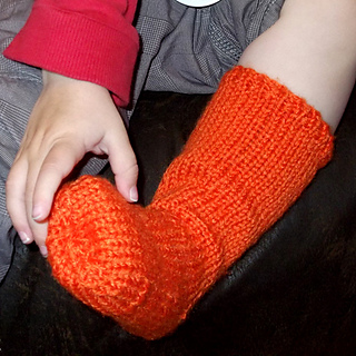 Ravelry: Basic Wellie Socks age 3-4 years pattern by Sarah Gamson