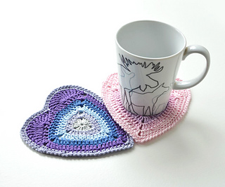 Ombre_heart_cosater_free_pattern_ravelry_small2