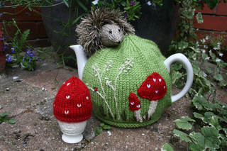 Hedgehogteacosy_031_small2