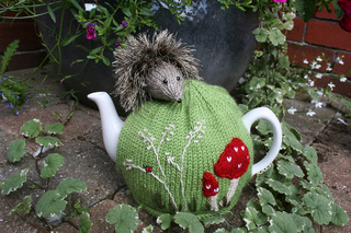 Hedgehogteacosy_016_small2