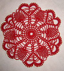 Ppineapples_from_the_heart_doily_-_aly_hymel_-_daintycrochet