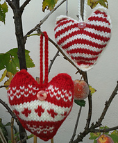 Red_xmas_hearts_hr_small_best_fit