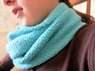Ana_cowl__ravelry__pic_small2