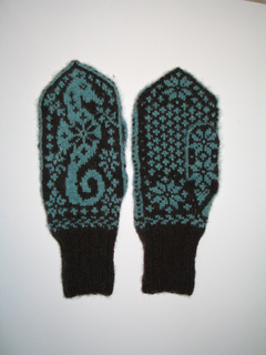 Seahorse_mittens_small2