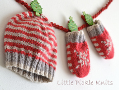 Main_photo_christmas_baby_hat_and_mitts_bundle_knitting_pattern_linda_whaley-003_small