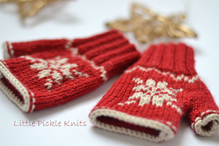 Snowflake_fingerless_mittens_linda_whaley_knitting_pattern_collections_debbie_bliss_baby_cashmerino_small2