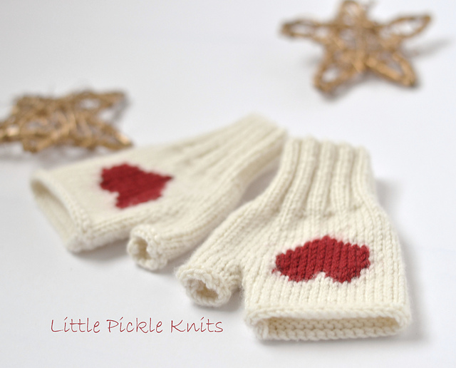 Ravelry: Heart Fingerless Mittens pattern by Linda Whaley