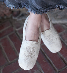 Singelis-silver-slippers_detail2_small