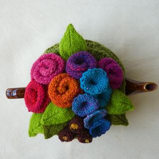 Garden_top_tea_cosy_1_small2