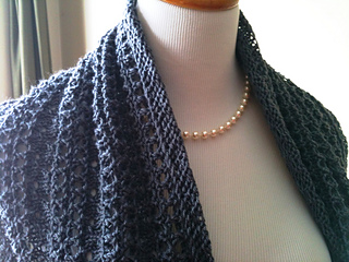 Grey_coco_s_pearls_cowl_016_small2