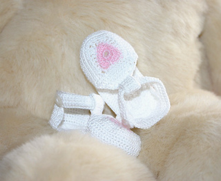 bc297fd9e10 Ravelry  Baby girl heart sandals pattern by Alaina Smith