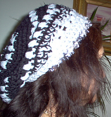 Slouch_hat_black_white_side_small