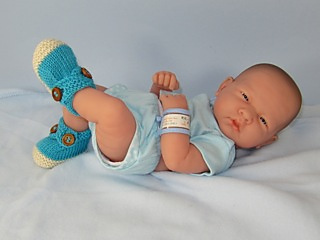 Baby_2_colour_cross_strap_booties04_small2