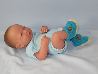 Baby_2_colour_cross_strap_booties05_small2
