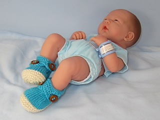 Baby_2_colour_cross_strap_booties07_small2