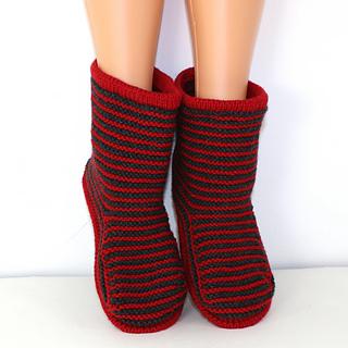 Cloudborn_fibers_stripe_boots_by_madmonkeyknits6_small2